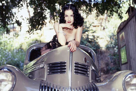 Chrysler New Yorker (1939) von Dita von Teese bei Ebay, Dezember 2010