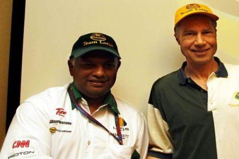 David Hunt (r.) ergreift ganz klar für Lotus-Teamchef Tony Fernandes Position