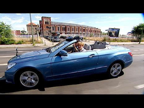 E Klasse car - Color: Blue  // Description: cool