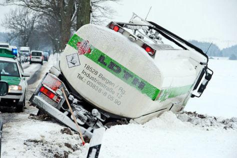 Lkw-Unfall im Winter