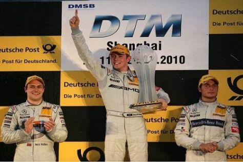 Ende der Titeljagd: Paul di Resta mit dem Pokal, Paffet und Spengler geschlagen