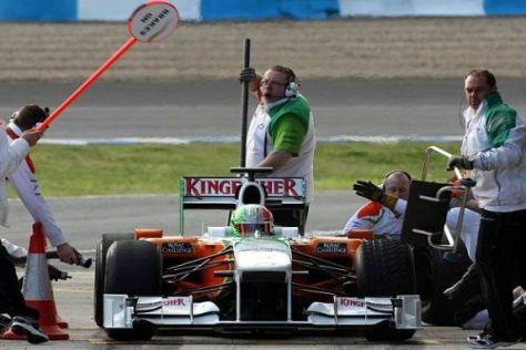 Das Force-India-Team muss beim Teststart mit dem alten Auto vorlieb nehmen
