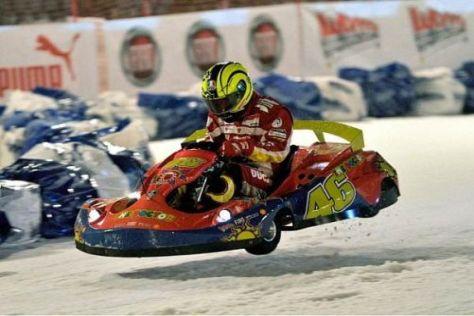 Halbgas geht nicht: Valentino Rossi bot im Kart eine gute Show