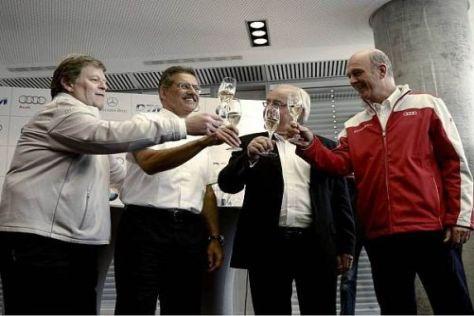 Mercedes-Motorsportchef Norbert Haug (l.) sieht die DTM auf einem guten Weg