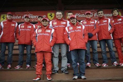 Am Tag nach der Präsentation stellt sich das Ferrari-Team den Fans