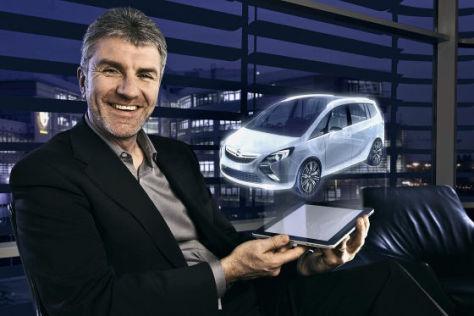 Mark Adams mit Studie Opel Zafira Tourer Concept