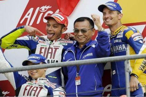 Masao Furusawa (m.) kennt Valentino Rossi und Jorge Lorenzo sehr genau