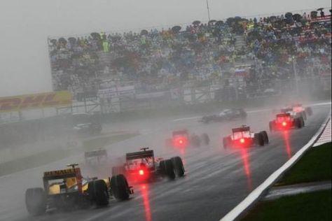 Nasse Fahrbahn = besserer Motorsport? Pirelli findet Ecclestones Vorschlag gut