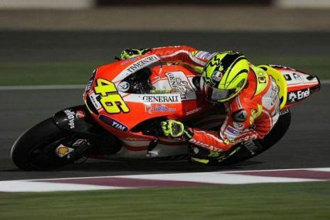 Valentino Rossi kämpft mit seiner Schulter und der Ducati Desmosedici GP11