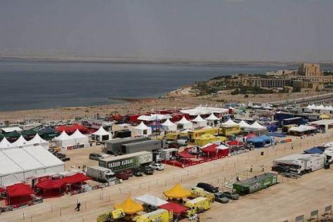 Die Trucks reisen nun über Israel zum Servicepark am Toten Meer