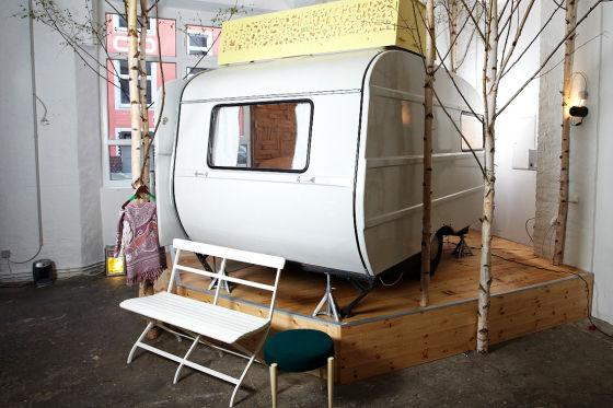 h ttenpalast in berlin retro camping in der halle. Black Bedroom Furniture Sets. Home Design Ideas