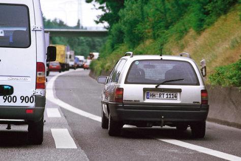 Autobahn: Benutzen der Standspur