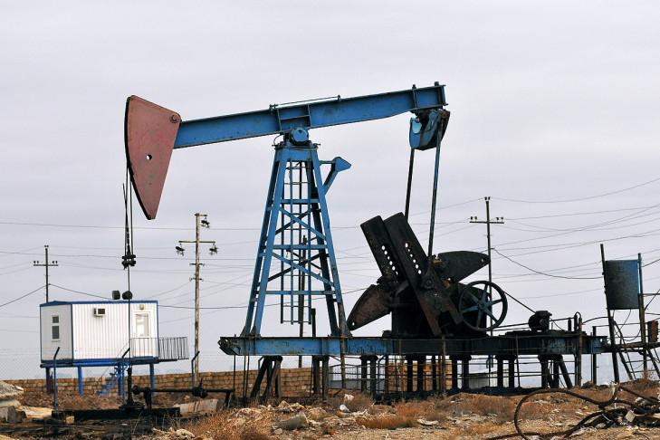 Den Schaumplast den Benzin aufzulösen