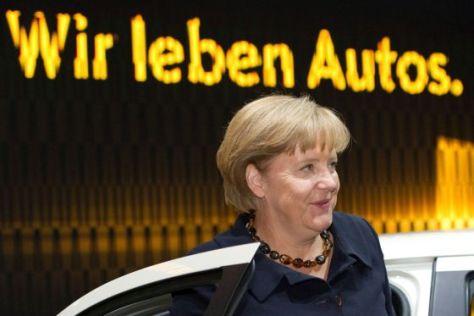 Angela Merkel auf der IAA 2011