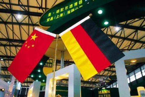 Chinesische und deutsche Flagge