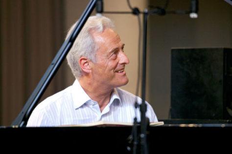 Ramsauer spielt Klavier