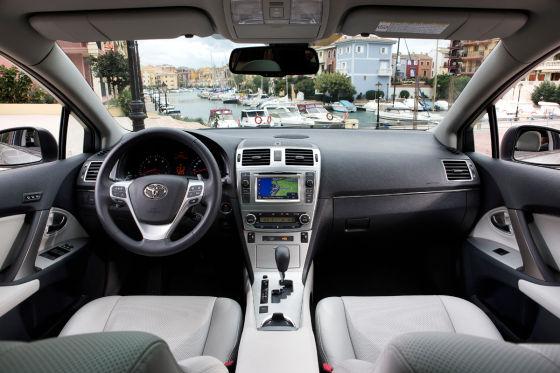 Toyota Avensis (2012)