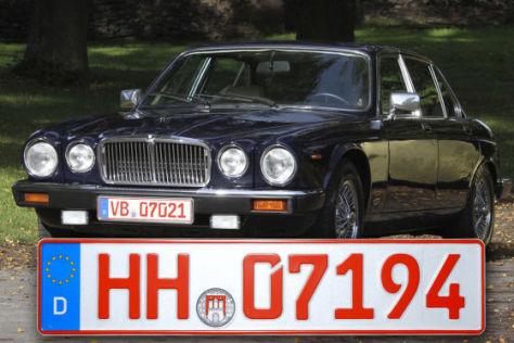 Jaguar mit roten Oldtimerkennzeichen