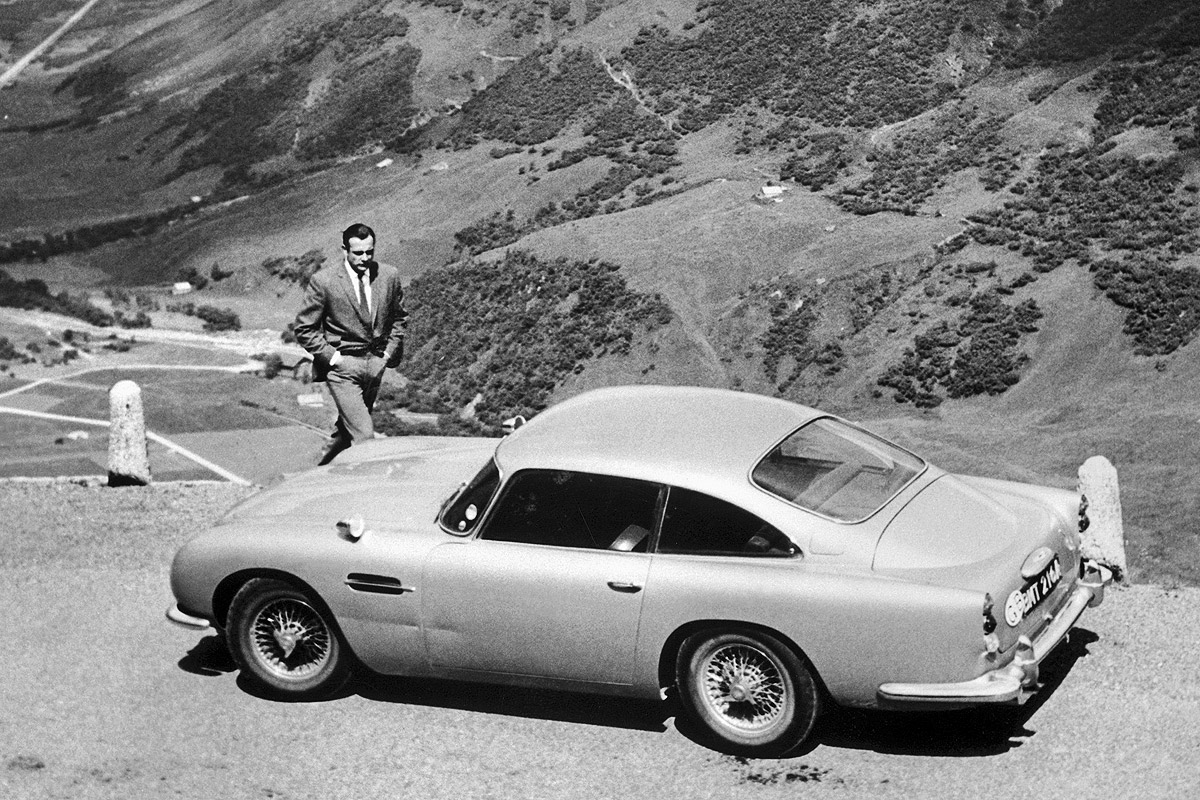 Aston Martin DB5 James Bond 007 Sean Connery Goldfinger
