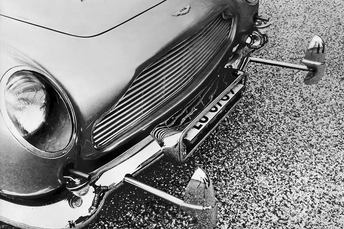 Aston Martin DB5 James Bond 007 Sean Connery Rammbügel Goldfinger
