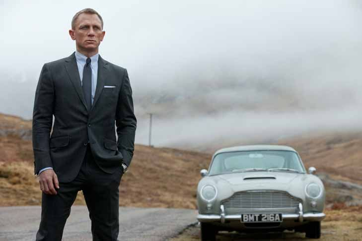 "James Bond und sein Aston Martin DB5 in ""Skyfall"""