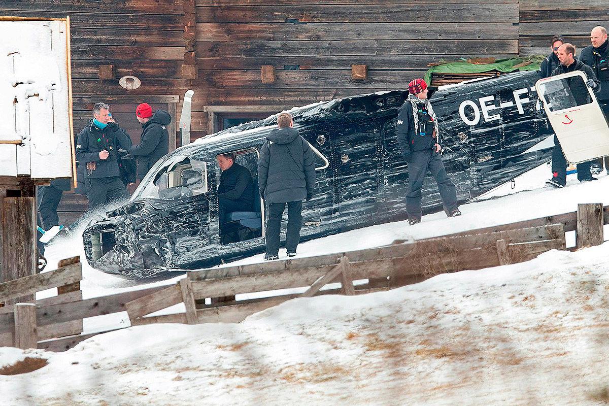 Notgelandetes Flugzeug von James Bond