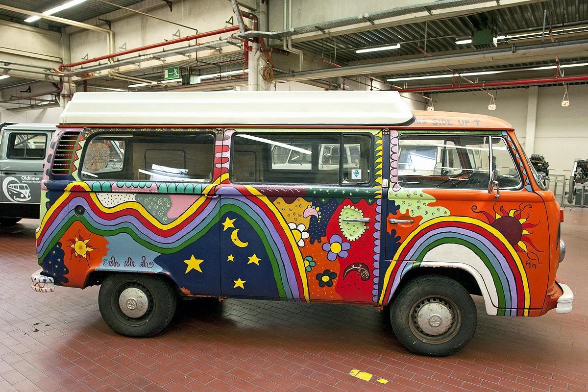 pin hippie bus a volkswagen type 2 van on pinterest. Black Bedroom Furniture Sets. Home Design Ideas