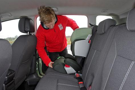 Kindersitz-Einbau beim Opel Zafira Tourer