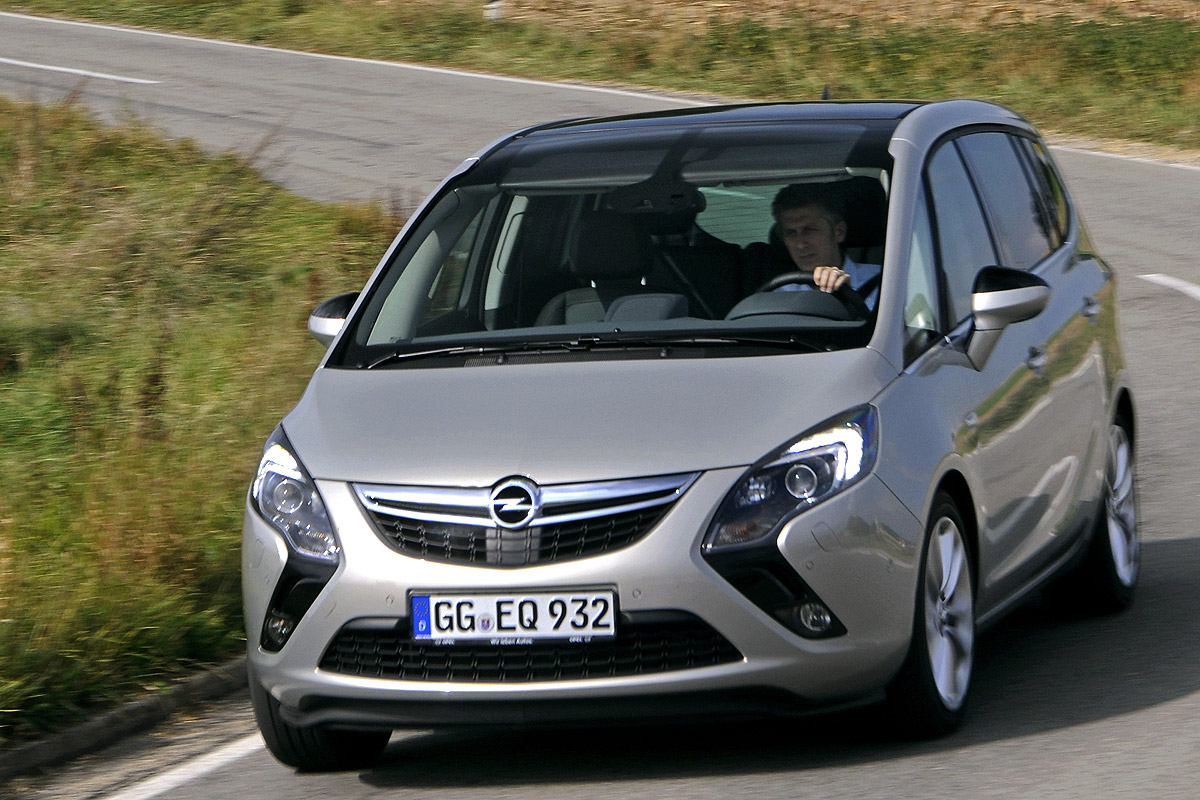 kindersitz problematik im opel zafira tourer bilder. Black Bedroom Furniture Sets. Home Design Ideas