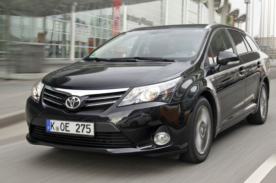 video toyota avensis combi. Black Bedroom Furniture Sets. Home Design Ideas