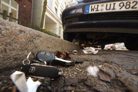 Autoschlüssel im Dreck