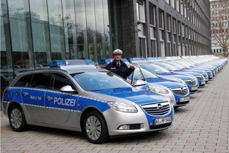 Opel Insignia als Streifenwagen