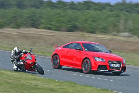 Ducati 1199 Panigale S und Audi TT RS plus