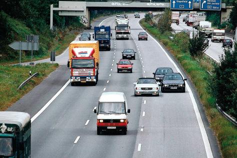 Behinderter Überholvorgang auf der Autobahn
