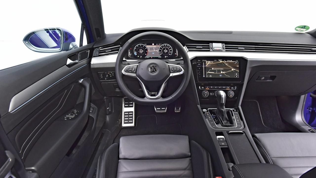 Passat: Sauber verarbeitetes Cockpit, Drehregler für Temperatur