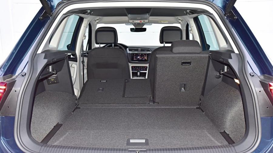SUV: Stauraum bis zu 615 bis 1655 Liter, Fondbank verschiebbar, Höhe: 765 mm, Tiefe maximal: 1700 mm, Tiefe minimal: 805 mm, Breite: 1005 mm