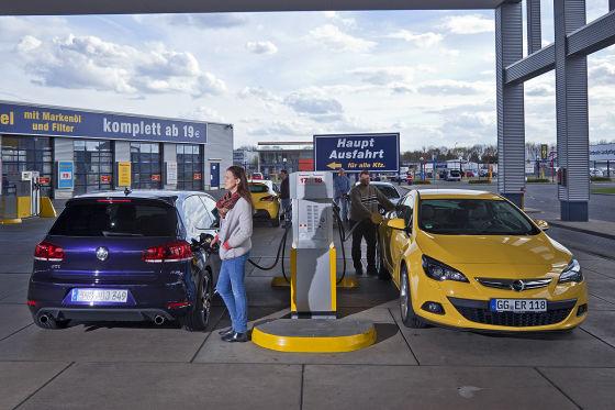 VW Golf GTI Opel Astra GTC 1.6 Turbo