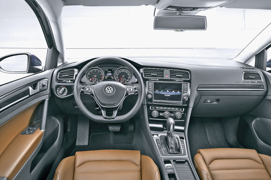 vw golf vii cockpit bilder mit instrumenten lenkrad und. Black Bedroom Furniture Sets. Home Design Ideas