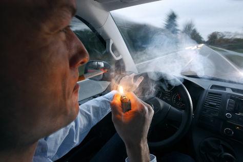 Raucher im Auto