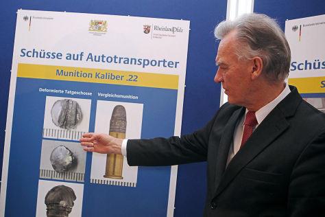 Der Präsident des Bundeskriminalamtes (BKA), Jörg Ziercke, am 20.11.2012 auf einer Pressekonferenz im BKA in Wiesbaden