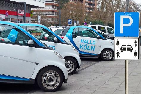 Car2go-Flotte vor dem Neuen Schloss in Stuttgart