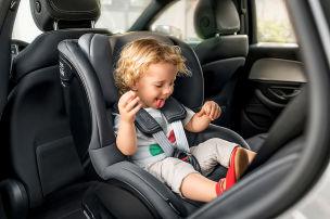 Kleinkinder sitzen r�ckw�rts sicherer
