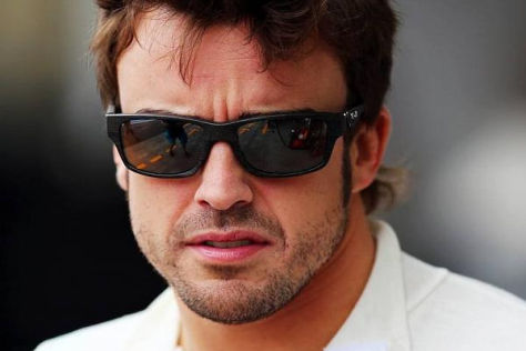 Fernando Alonso wirkt alles andere als beeindruckt von der Kritik an ihm