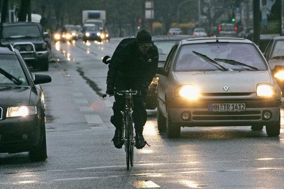 Fahrradfahrer ohne Licht