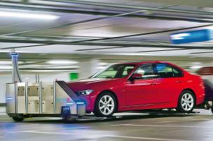 Roboter parken Autos ein