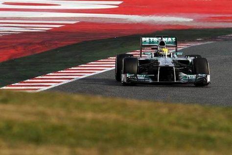 Lewis Hamilton hat das Geschehen auf trockener Strecke bisher klar im Griff