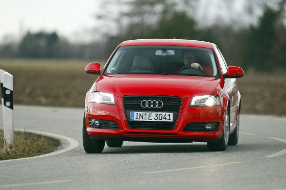 Audi A3 1.6 TDI Ambition rot fahrend