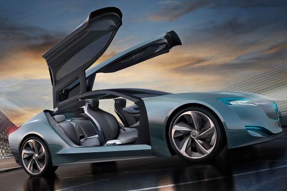 Buick Riviera Concept mit geöffneten Flügeltüren
