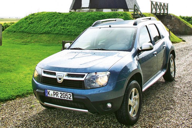 Dacia Duster stehend