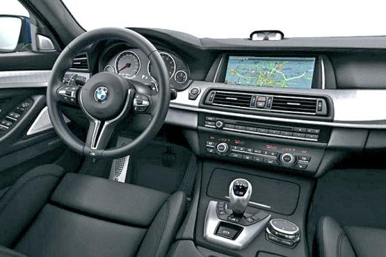 BMW M5 Modelljahr 2014 Innenraum Cockpit